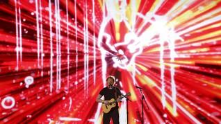 Pakai Jersey Timnas Indonesia, Ed Sheeran Tutup Konser di GBK