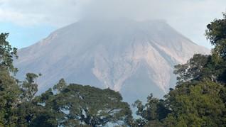 Keluarkan Asap Tebal, Pendaki Dilarang Dekati Gunung Kerinci