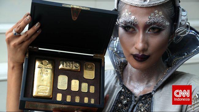 Harga Emas Antam Turun Rp9.000 per Gram di Awal Pekan