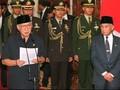 Undurkan Diri, Soeharto Berjalan Santai Tinggalkan Istana