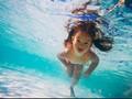 Bukan Klorin Penyebab Mata Merah Saat Berenang, Tapi Air Seni