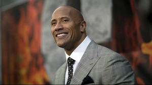 The Rock Resmi Nikahi Lauren Hashian