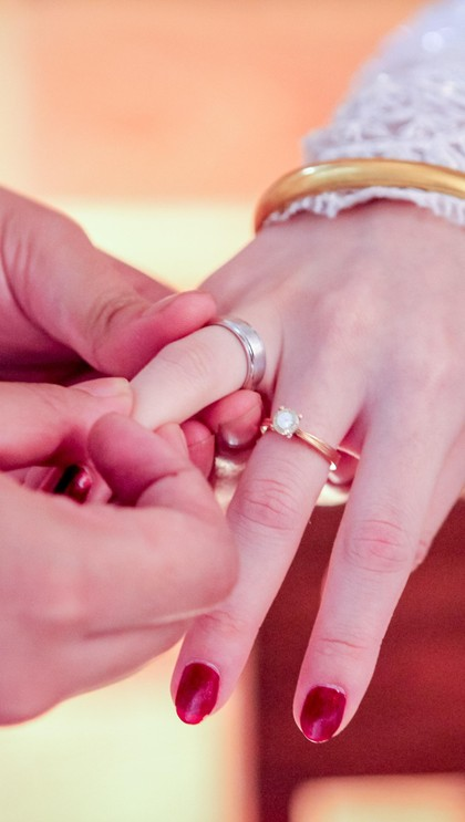 Ide Cincin Pernikahan Unik: Pakai Sidik Jari Hingga Proyektor 1