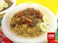 Menyantap Nasi Kacaw yang Bikin 'Kacau'