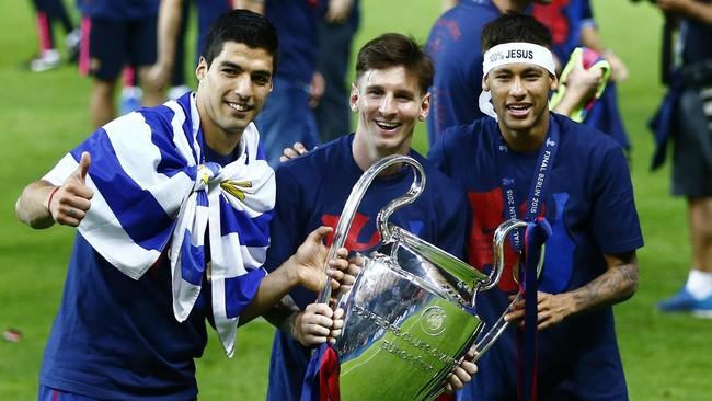 Trio Suarez, Messi, dan Neymar merayakan keberhasilan Barcelona menggondol Liga Champions setelah mengalahkan Juventus di partai final, Berlin, 6 Juni 2015. (Reuters / Kai Pfaffenbach)