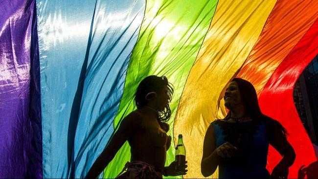 Majalah Kesehatan Pria Gandeng Model Transgender