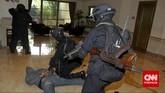 Latihan ini menggunakan9 unit Kendaraan Taktis, 15 unit Kendaraan Administrasi, 8unit motor, 3unit bomb trailer, 3unit Kendaraan Explosive Ordnance Disposal (EOD), 1unit Kendaraan Nuklir Biologi Kimia (Nubika).(CNN Indonesia/Adhi Wicaksono)