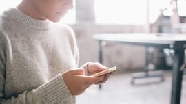 <i>Chatting</i> via Grup Bikin Pengguna Percaya Diri