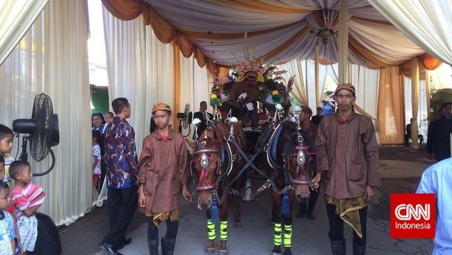 Keluarga Jokowi Gelar Syukuran 7 Bulanan Calon Cucu di Solo