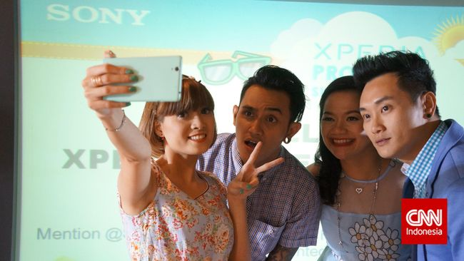 Ponsel Selfie Jadi Tulang Punggung Sony