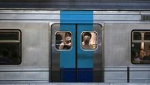 Kesal Tak Dapat Bangku di Kereta, Wanita Buka Pakaian Dalam