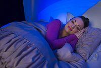 Mematikan lampu akan membantu otak memproduksi hormon melatonin sehingga Anda akan lebih cepat tertidur. Foto: Caters News Agency