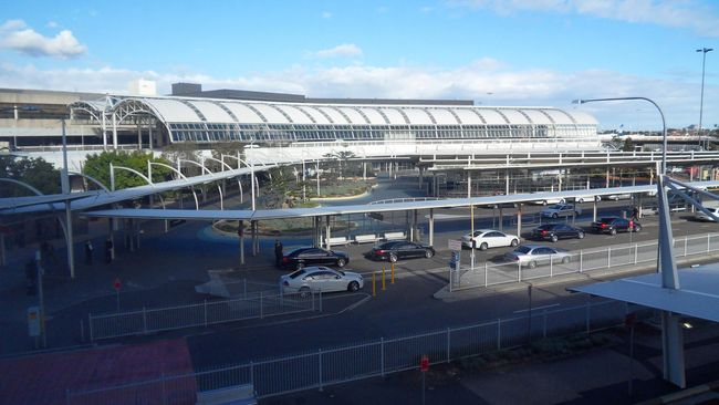 Menara Pengawas Berasap, Bandara Sydney Tutup Sementara
