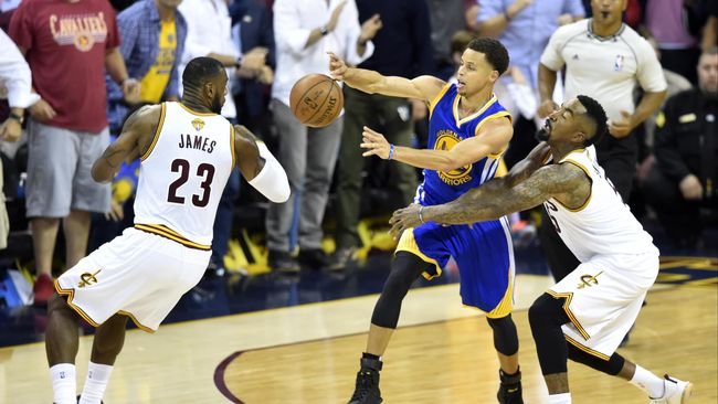Warriors Menang Dramatis Atas Cavaliers di Gim Ketiga