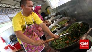Gotong Royong di Dapur Buka Puasa Masjid Istiqlal