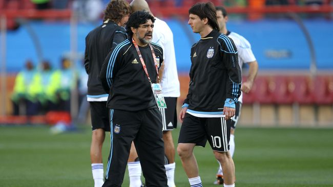 Legenda Brasil: Messi Nyaris Selevel Maradona