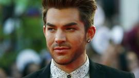 Adam Lambert Yakinkan Industri Musik Tak Perlu Takut LGBT