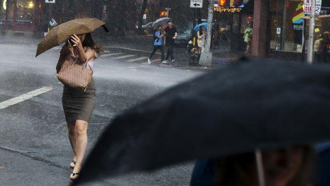 Hujan Deras dan Petir Bakal Datangi 20 Provinsi