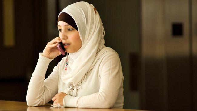 Tips Mengatasi Rambut Rontok bagi Perempuan Berhijab