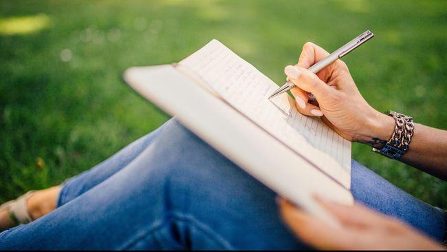 Cara Membaca Kepribadian Seseorang Lewat Tulisan Tangan