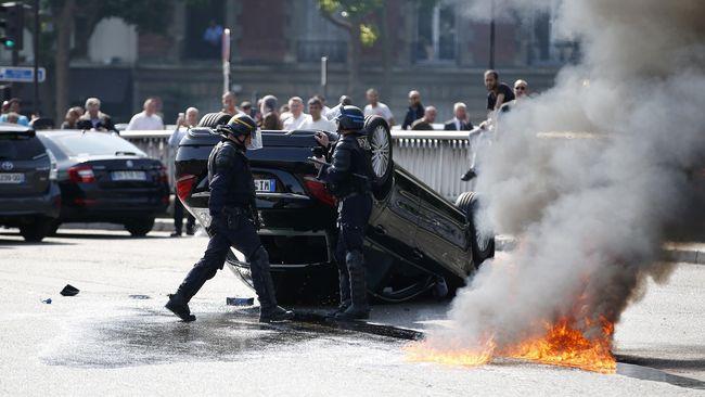 Polisi Perancis Mulai Tertibkan Taksi Uber