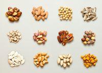 Sumber karbohidrat itu bukan hanya nasi, kacang-kacangan juga merupakan sumber karbohidrat yang baik. Kacang kedelai, kenari, almond, atau biji bunga matahari, jika dikonsumsi oleh pasien diabetes akan membantu menjaga kadar gula darah. Bahkan dikaitkan dapat mengurangi risiko penyakit jantung. Foto: thinkstock