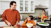 Bagi Anda yang gemar memasak, sebaiknya tetap memperhatikan masakan yang Anda hidangkan setiap harinya. Memasak terlalu banyak pada akhirnya berdampak pada makan yang banyak pula. (Foto: admin)