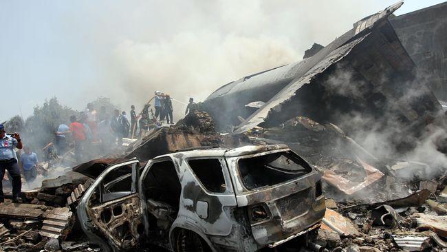 Pesawat Jatuh Timpa Rumah Penduduk di Kongo, 29 Orang Tewas
