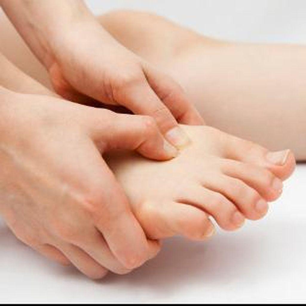Kaki dan Tangan Sering Terasa Kebas, Gejala Penyakit Apa?