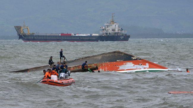 Kapal Angkut Penumpang Tenggelam di Makassar, 13 Meninggal