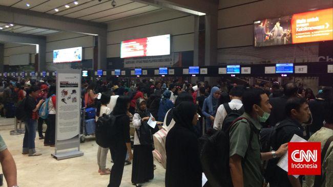 Bandara Soetta Terbakar, YLKI Desak AP II Ganti Rugi Konsumen