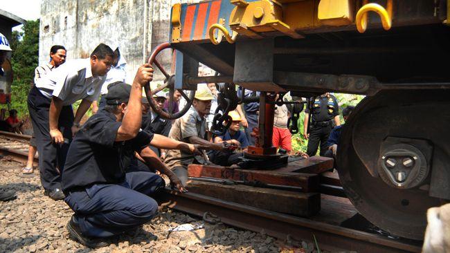 Kereta Anjlok, Perjalanan Jakarta-Bandung Terganggu