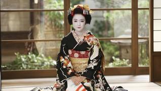 Salah Kaprah Makna Kimono dalam Kasus Kim Kardashian