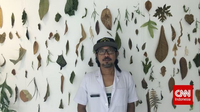 Karya Prison Art Program yang bertajuk Atas Nama Daun dalam pameran ArtJog 2015. AngkI Pu, salah satu seniman dalam kelompokPrison Art Program mencoba merangkum memori lewat dedaunan yang ditemukannya di dalam dan luar penjara.(CNNIndonesia/Ardita Mustafa)