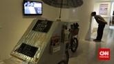 Karya Agus Iswahyudi yang berjudul Jasa Design Cepat dalam pameran ArtJog 2015. Pameran tahun ini bertema Infinity in Flux, agar seniman dan penonton bisa berinteraksi melalui karya seni yang dipamerkan. (CNN Indonesia/Ardita Mustafa)