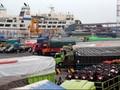 Ironi Pemudik Kapal Laut Naik, Pendapatan Buruh Panggul Turun