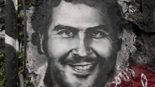Adik Gembong Narkoba Pablo Escobar Rilis Ponsel Layar Lipat