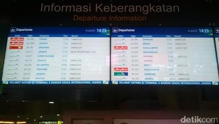 14 Penerbangan AirAsia Dibatalkan Akibat Gunung Raung