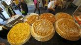 Pada perayaan lebaran di Sidon, Lebanon Selatan selalu dihidangkan makanan khas daerah itu. (Reuters/Ali Hashisho)