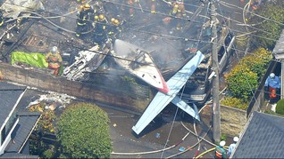 Pesawat Jatuh Menabrak Rumah di Jepang