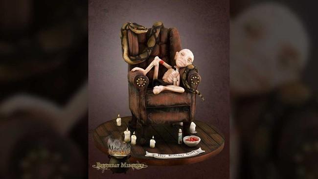 Lord Voldermort atau You Know Who adalah sosok yang mengerikan. Namun di tangan pembuat kue Tracey Louise Rothwell, sosok jahat ini berubah jadi lucu. Selain lucu, kue ini juga nikmat disantap. (Dok. Akun Facebook Birthday Mischief Managed).
