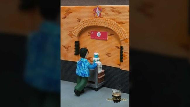 Sosok Harry yang ingin pergi ke Hogwart dengan melewati platform 9 3/4 dijadikan inspirasi kue Mayen Orido. (Dok. Akun Facebook Birthday Mischief Managed).