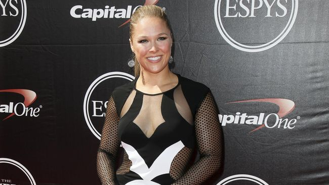 Ronda Rousey dalam Balutan Captain Marvel