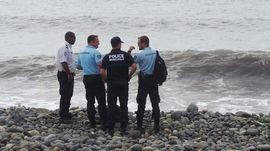 Malaysia Temukan Puing Jendela dan Bantal Kursi Diduga MH370