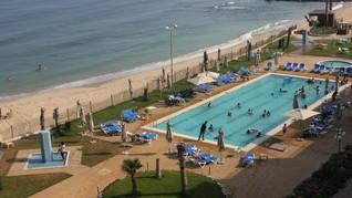 'Blue Beach' Resor Mewah di Tengah Kepapaan Kehidupan Gaza