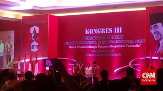 Soekarwo Beri Minum Jokowi di Panggung Kongres III PA GMNI