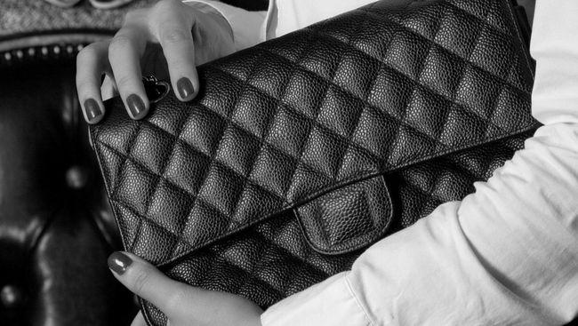 Mabes Polri Sita Ribuan Produk Chanel Palsu di Jakarta