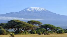Nenek 85 Tahun Berhasil Daki Gunung Kilimanjaro
