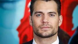 Henry Cavill Ngebet Perankan James Bond