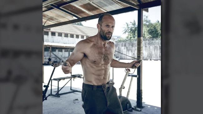 Jason Statham Siap Hadapi Teror Hiu Lagi di Sekuel 'The Meg'